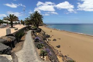 strandpromenade-puerto-del-carmen-lanzarote