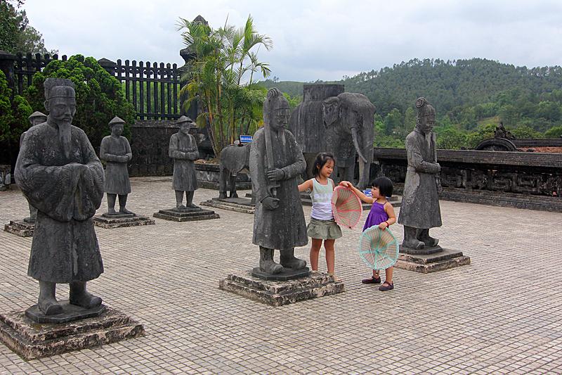 hue-vietnam-grab-khai-dinh