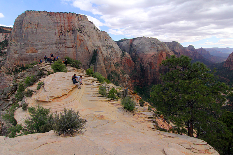 angels-landing-peak-zion-national-park-utah