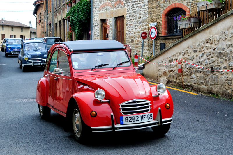 Citroën 2CV ©Flickr/Cletus Avreetus