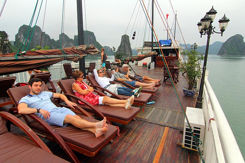 liegedeck-glory-cruises-halong-bucht-vietnam