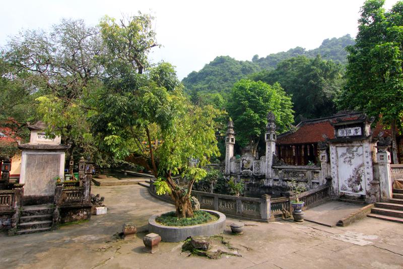chua-huong-pagoda-vietnam