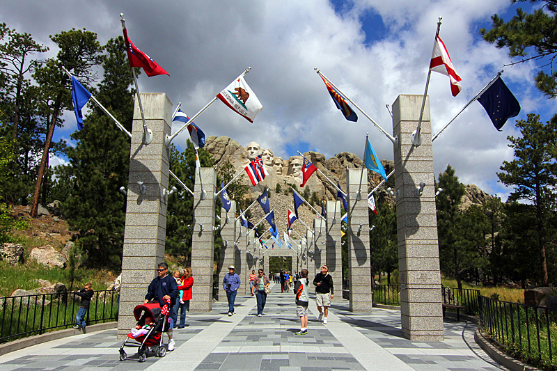 avenue-of-flags-mt-rushmore