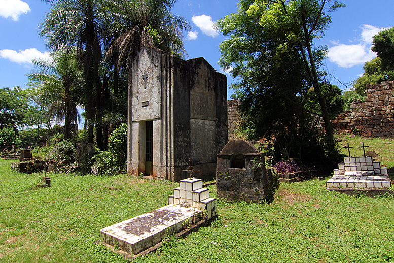 santa-ana-misiones-argentinien-friedhof