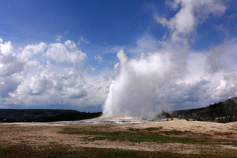 old-faithful-yellowstone-nationalpark