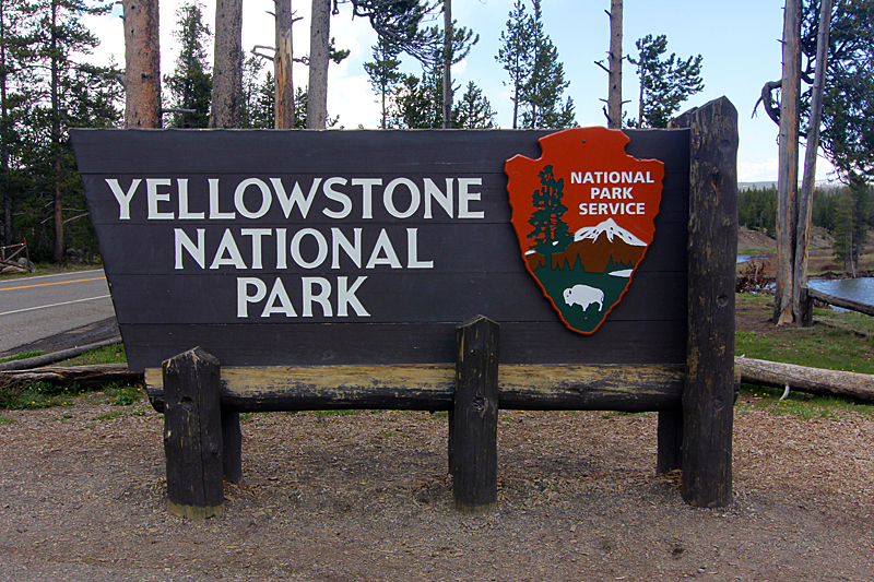 yellowstone-national-park-eingangsschild