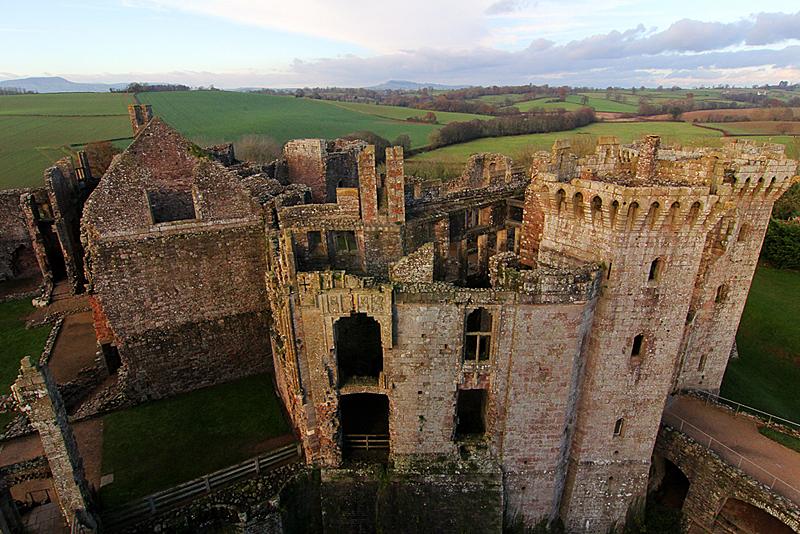 raglan-castle-grossbritannien