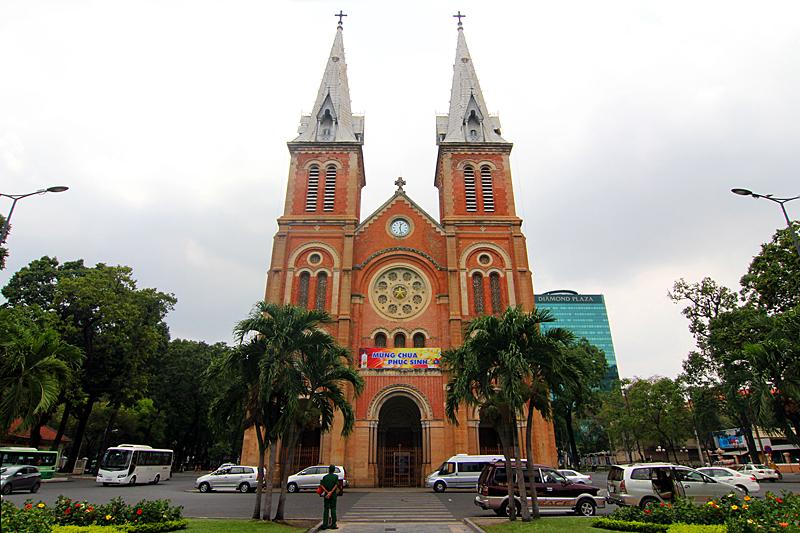 ho-chi-minh-sehenswuerdigkeiten-saigon-notre-dame-basilica