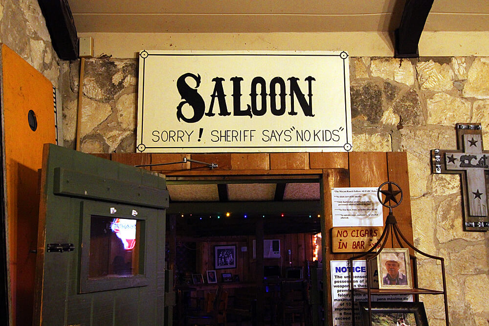 saloon-mayan-dude-ranch-bandera-texas