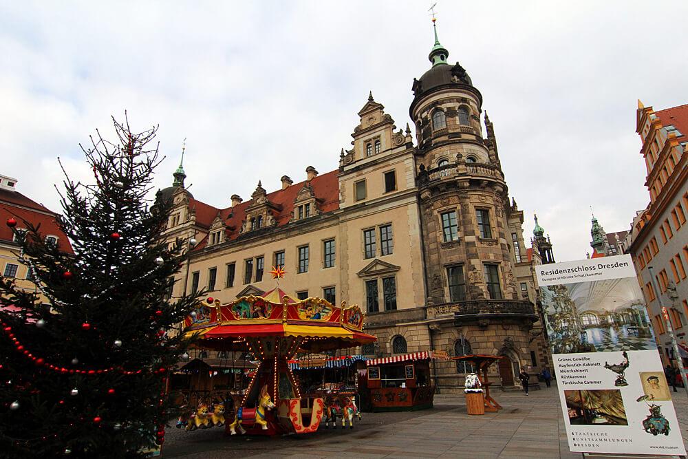 romantischer-weihnachtsmarkt-am-residenzschloss-dresden