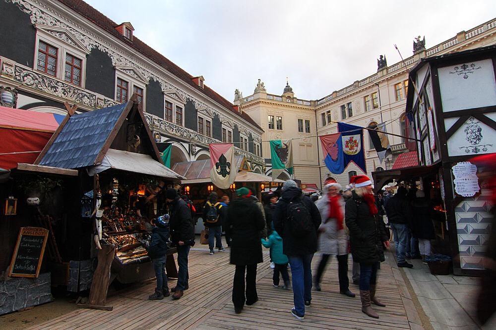 stallhofisches-adventsspektakel-weihnachtsmarkt-dresden