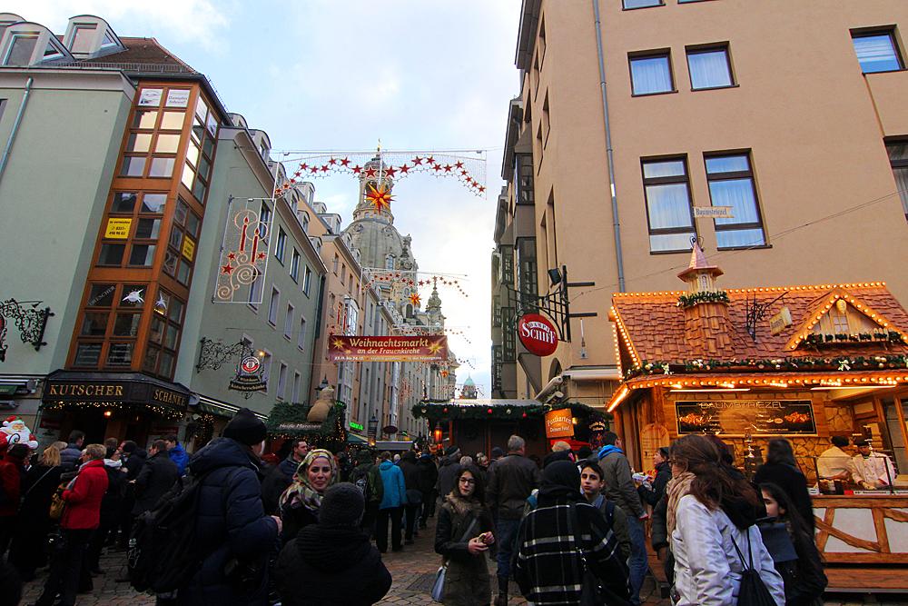 weihnachtsmarkt-an-der-frauenkirche-dresden