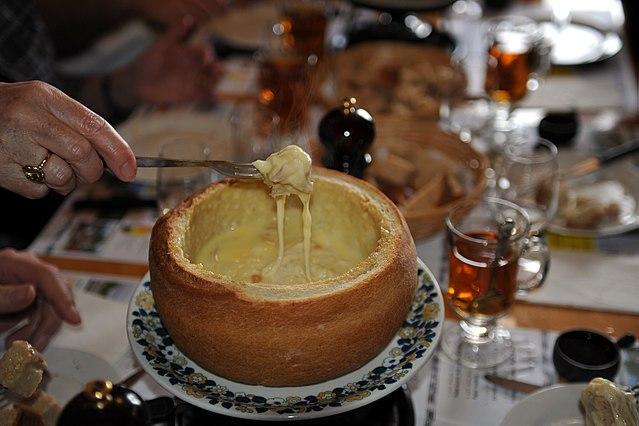 typisch Schweiz Cheese fondue