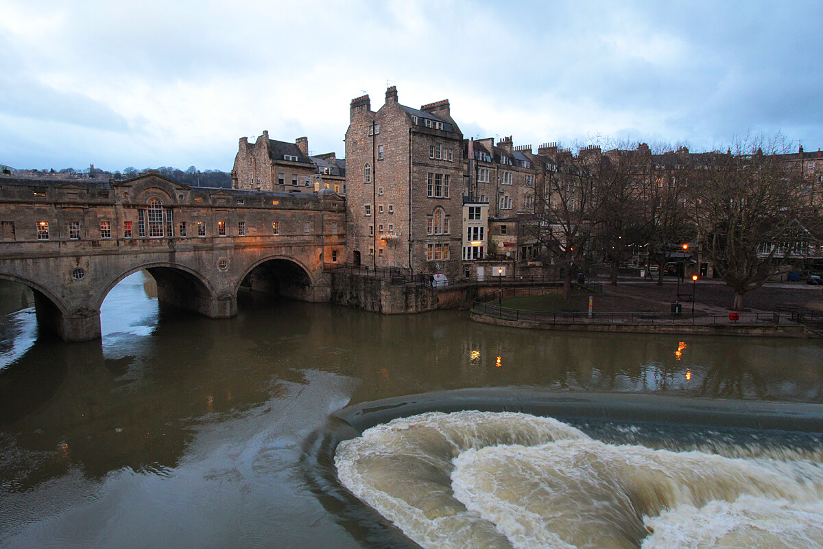 pulteney-bridge-in-bath-südengland