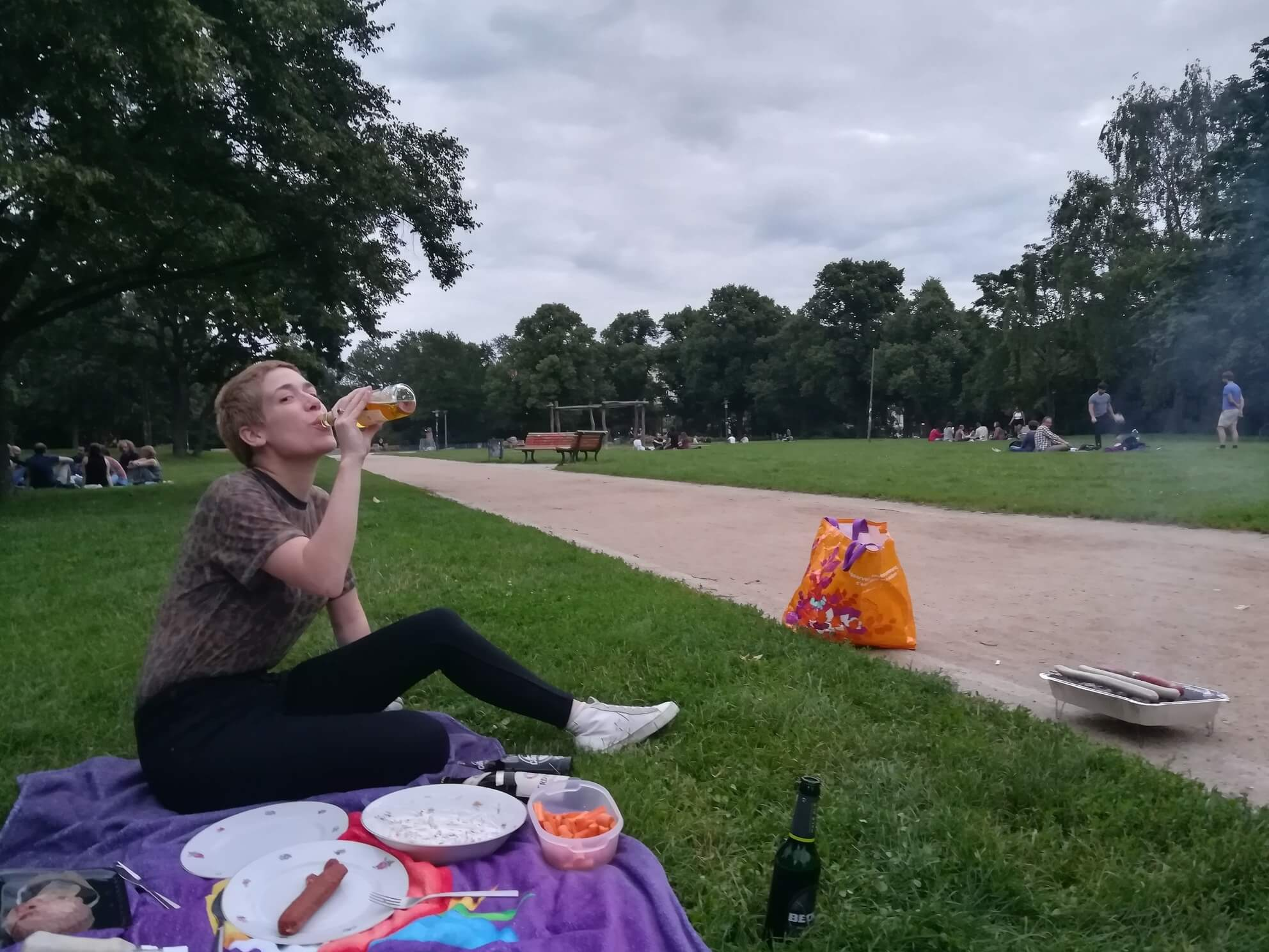 sommer in berlin grillen forckenbeckpark